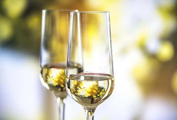 Если Петр I предпочитал крепкий алкоголь, то при дворе Елизаветы Петровны фаворитом стали десертные вина, шампанское и ликеры.