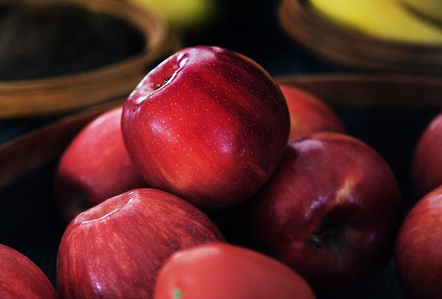 Главный враг Елизаветы Петровны, которого она ненавидела посильнее короля Пруссии Фридриха II Великого, —яблоки. Императрица запрещала есть яблоки, а также появляться перед ней после их употребления в пищу.