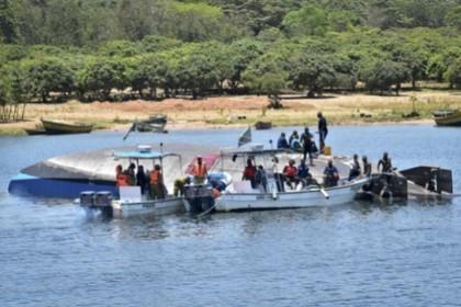 Яхта с принцем Уганды перевернулась на озере Виктория