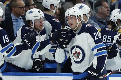 Игрок НХЛ забросил пять шайб за матч и обогатил фаната на миллион долларов