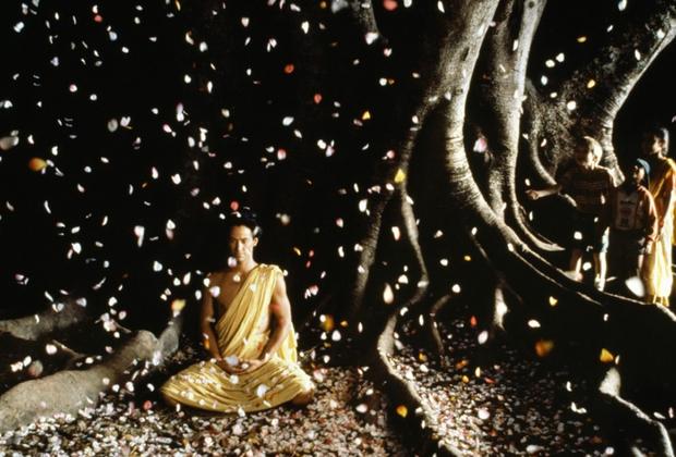 Тему Востока Бертолуччи продолжил изучать в ленте «Маленький Будда» 1993 года. Картина с Киану Ривзом, Крисом Айзеком и Бриджит Фондой рассказывает о поиске реинкарнации Будды группой монахов. Бертолуччи тем временем называет себя «скептическим буддистом-любителем».