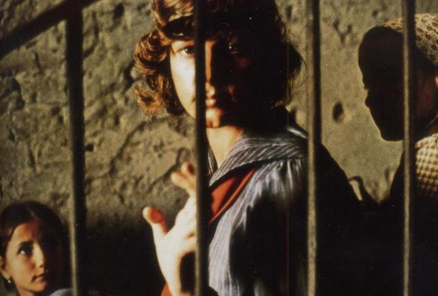 Благодаря большим кассовым сборам «Последнего танго в Париже» режиссер сумел реализовать дорогостоящий «Двадцатый век».  В этом фильме-эпопее, вышедшем в 1976-м, Бертолуччи собрал таких кинозвезд, как Роберт Де Ниро, Жерар Депардье, Доминик Санда и Дональд Сазерленд. Действие 5,5-часового фильма рассказывает о жизни двух приятелей, которые рождаются в Италии в 1900 году — а значит, впереди их ждут две мировые войны и жизнь под гнетом режима Муссолини.