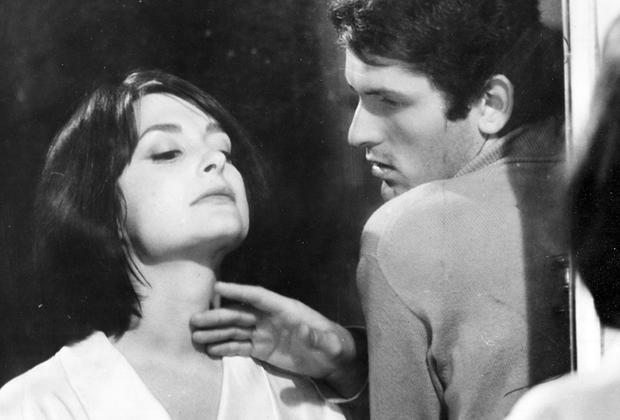Вторая кинолента режиссера — о юном итальянце Фабрицио, который разрывается между желанием следовать идеалам марксизма и прелестями буржуазной жизни. Бертолуччи написал сценарий «Перед революцией» по мотивам романа Стендаля «Пармская обитель». Картина вышла в 1964 году.