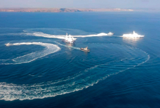 Задержание украинских боевых кораблей российскими пограничниками в Керченском проливе