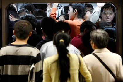 Пенсионер накричал на тучного пассажира метро и сам оказался обруган