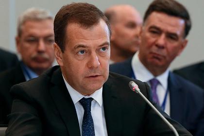 Медведев оценил шансы Порошенко одолеть навыборах президента государства Украины