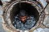 За свою опасную работу чистильщики канализации получают от 7,5 тысячи рупий до 10 тысяч рупий в месяц (от 7,1 тысячи рублей до 9,5 тысячи рублей). Частные подрядчики получают 500 рупий за сутки работы (477 рублей).