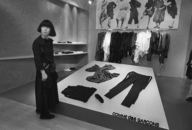 Рей Кавакубо в бутике Comme des Garcons в Нью-Йорке, 1983 год