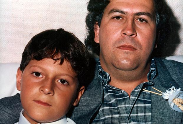 Хуан Себастьян Маррокин Сантос (слева) и Пабло Эскобар