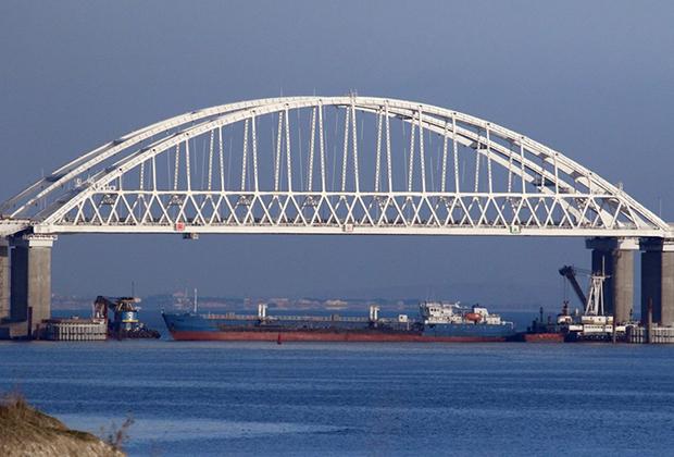 Керченский пролив, соединяющий Черное и Азовское моря, закрыт для прохода гражданских судов в целях безопасности