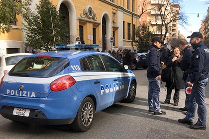 В Италии неизвестные взяли в заложники 20 человек