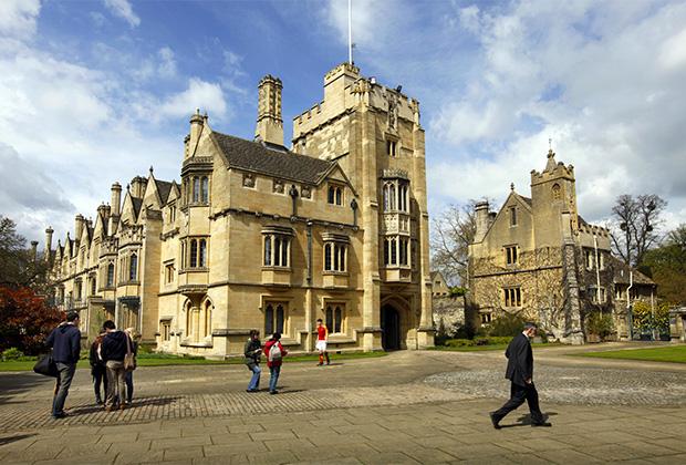 Здание Кембриджского университета