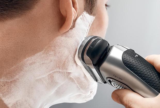 Гладкое бритье, как и трехдневная щетина, остаются популярным трендом последние лет 30.