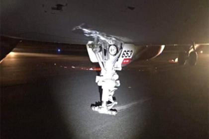 Пассажиры самолета получили травмы после жесткой посадки без шасси