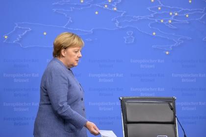Полетевшую на саммит G20 обычным рейсом Меркель засняли пассажиры