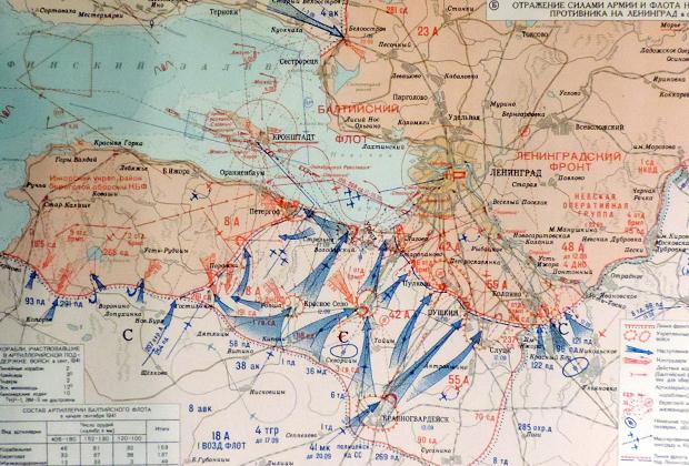 Карта наступления немецкой группы армий «Север» осенью 1941 года. Конечной целью группировки был Ленинград. Взять город не удалось, но он был взят в кольцо на три года.