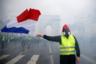 """На сегодня известно о двух жертвах. В области Савойя одну активистку насмерть <a href=""""https://lenta.ru/news/2018/11/17/france/"""" target=""""_blank"""">сбил</a> водитель, впавший в панику из-за того, что его окружили протестующие. Сообщается о более чем сотне пострадавших в Париже, среди них— около 20 полицейских. 1 декабря <a href=""""https://lenta.ru/news/2018/12/01/grigorova/"""" target=""""_blank"""">стало известно</a> о получившем травму во время беспорядков корреспонденте ВГТРК Дарье Григоровой. Всего во французской столице арестовано более 400 человек."""
