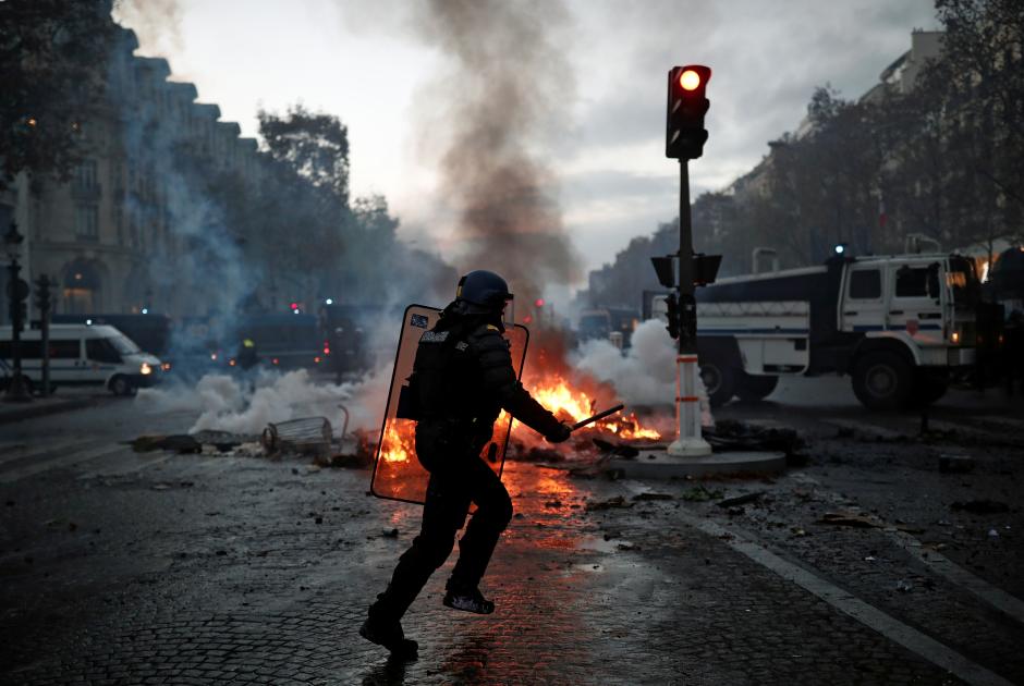 Полицейский в центре Парижа