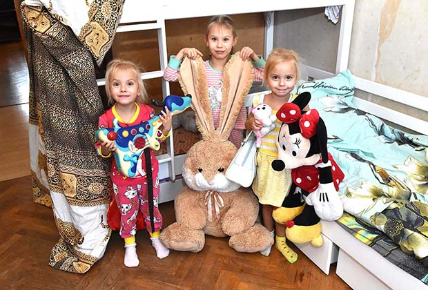 Соня с сестрами близнецами