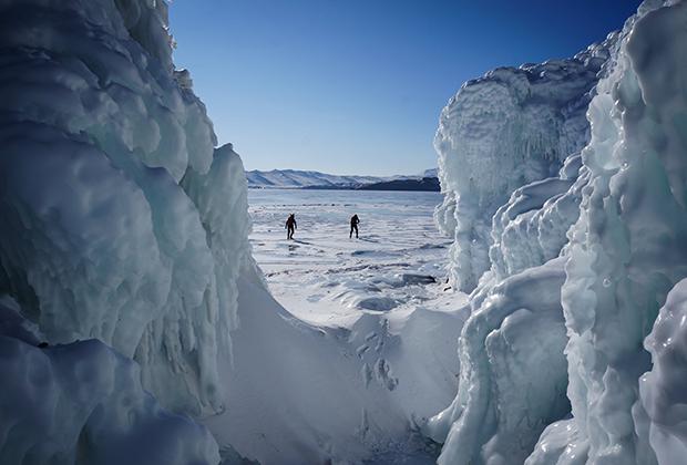 Ледяные скалы на Байкале