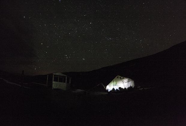 Из-за отсутствия городского света на Байкале фраза «переночевать под звездами» приобретает буквальный смысл
