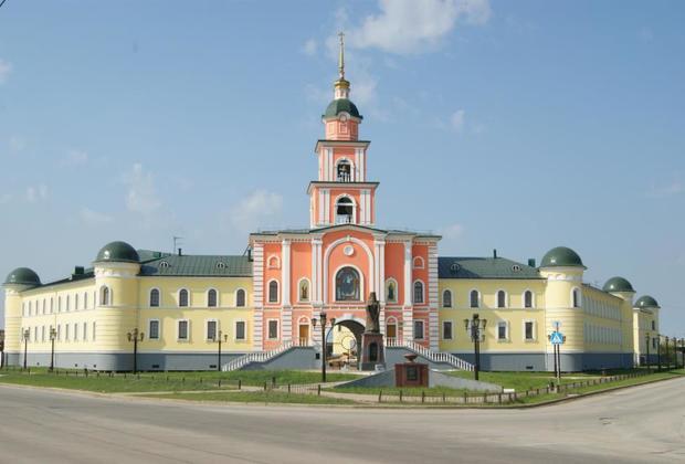 Якутские семинария (левое крыло здания) и православная гимназия