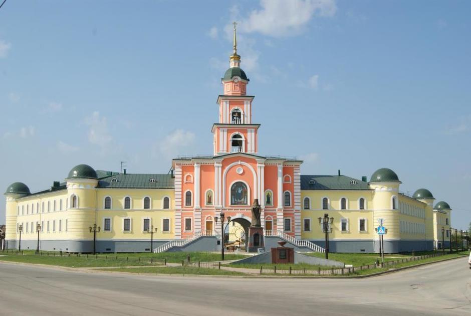 Якутская семинария (левое крыло здания) и православная гимназия