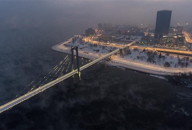 Одна из главных достопримечательностей города — Виноградовский (или Вантовый) мост через Енисей. Пешеходный мост соединяет остров Татышев с районом Стрелка в исторической части города.