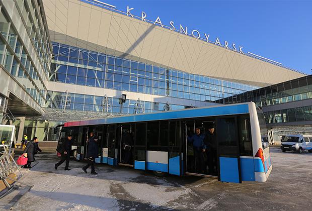 Новое здание аэропорта Красноярска было открыто в 2017 году. Это крупнейший аэропорт Сибири с пропускной способностью до пяти миллионов человек в год. Аэропорт способен принимать любые самолеты, вплоть до таких гигантов, как транспортные Ан-124 «Руслан» и Ан-225 «Мрия».