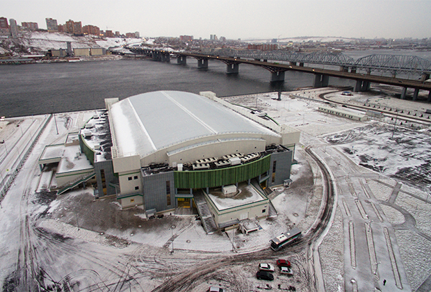 «Платинум Арена» рассчитана на семь тысяч зрителей. Это крупнейшая крытая площадка Красноярска и второй по вместимости ледовый дворец в Сибири. «Арена» примет открытие и закрытие Универсиады, а также соревнования по хоккею с шайбой.