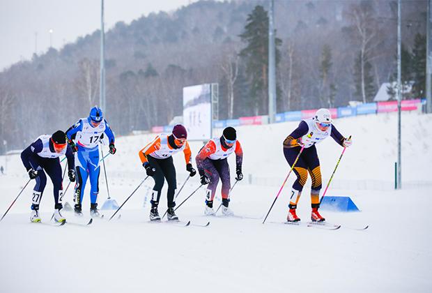 Арены и спортивные комплексы уже приняли тестовые соревнования. В комплексе «Радуга» это был первый этап Кубка России по лыжным гонкам. Спортсмены страдали от сильного ветра и благодарили волонтеров за то, что обогревали их всеми возможными способами.
