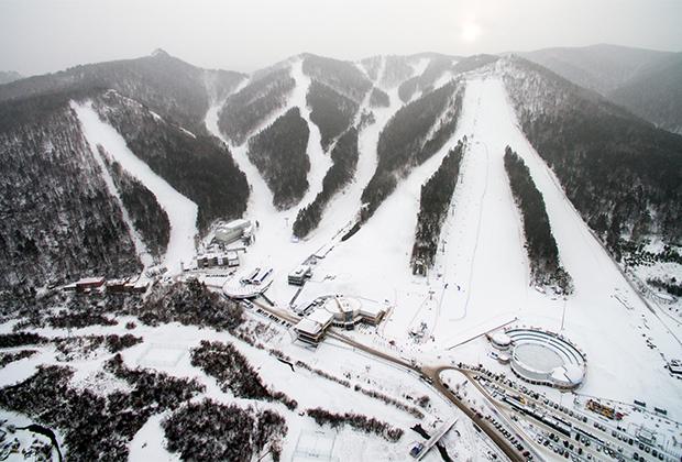 Горнолыжный курорт «Бобровый лог» был построен компанией «Норникель» в 2006 году. Сейчас в парке 14 трасс общей протяженностью около 10 километров. Еще в марте тут прошел этап Кубка России по горным лыжам.