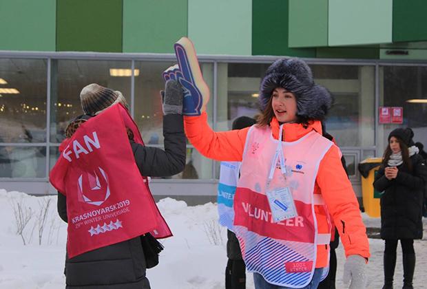 Помогать в проведении Универсиады будут 5 тысяч волонтеров. Заявки от желающих стать волонтерами принимались с 21 мая 2017 года по 30 сентября 2018 года. За это время поступило около 40 тысяч заявок из 99 стран мира. Окончательный список волонтеров будет сформирован в декабре.