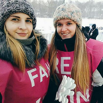 Как и спортсмены, волонтеры будут жить в деревне Универсиады, расположенной в кампусе Сибирского федерального университета. По завершении Универсиады в новых зданиях, строительство которых завершилось в 2018 году, будут жить студенты.