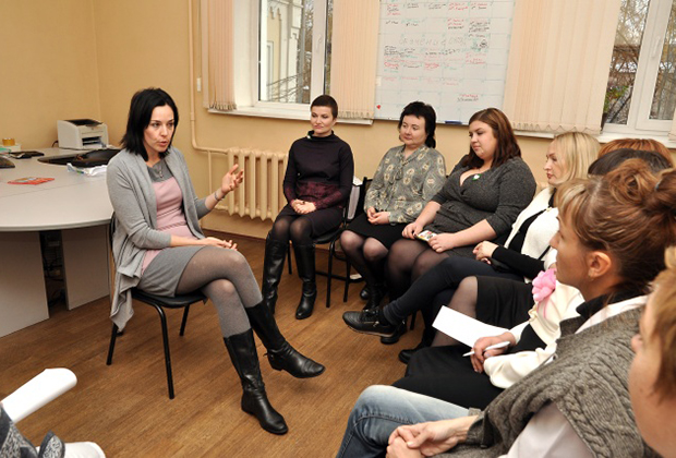 На V Межрегиональной научно-практической конференции «Розовая лента» Оксана Чвилева рассказывала о помощи психолога или психотерапевта женщинам, перенесшим РМЖ