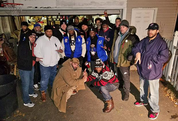 Бывшие участники Lo Life и фанаты банды регулярно собираются вместе на тематические вечеринки.