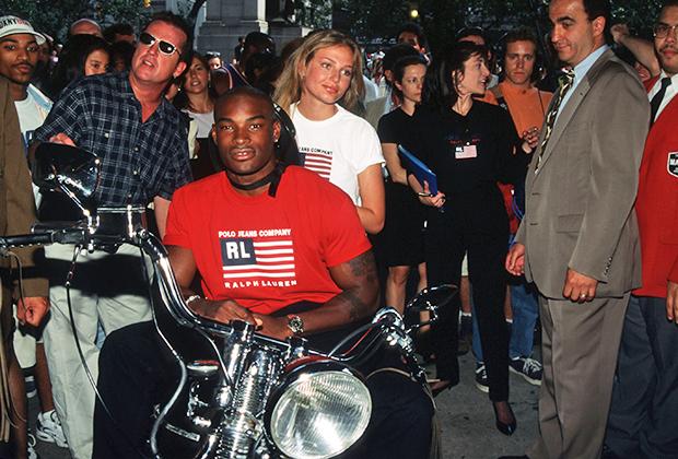 Едва ли не единственным реверансом Ральфа Лорена в сторону своих фанатов из хип-хоп среды стало приглашение в качестве лица бренда Тайсона Бекфорда —афроамериканской модели родом из Бруклина. На презентации коллекции Easy Rides By Polo Jeans, 1996 год.