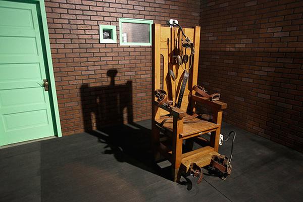 Выбравших казнь на электрическом стуле стало больше
