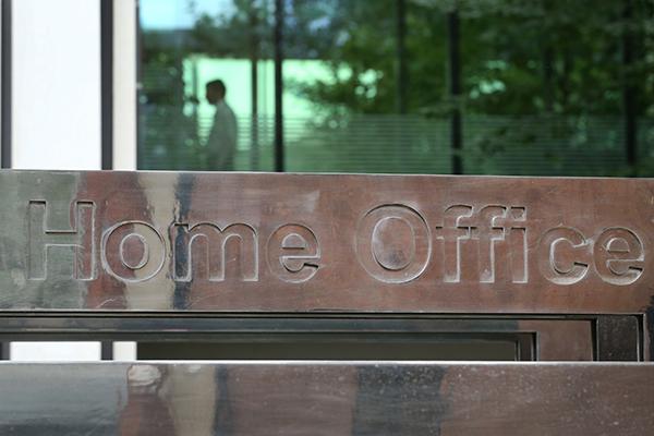 Gran Bretaña ordenó devolver a la víctima de tortura deportada ilegalmente: Sociedad: Mundo: Lenta.ru