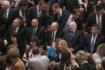 Путин сходил на балет «Щелкунчик» и получил подарок