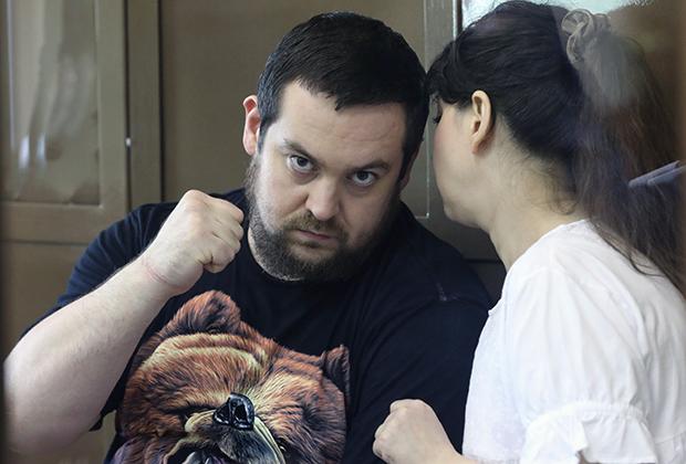 Основатель автомобильного сообщества «Смотра.ру» Эрик Китуашвили и Анна Каганская, подозреваемые в мошенничестве со страховыми выплатами, во время рассмотрения в Мосгорсуде ходатайства следствия о продлении им ареста. 21 февраля 2017 года
