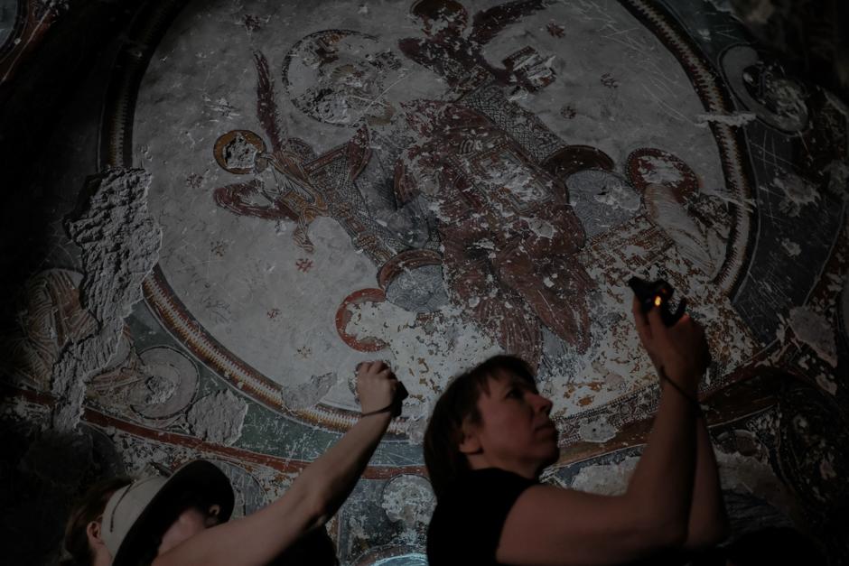 На данный момент в долине найдено около 400 христианских храмов, датированных V-XII веками, но вполне возможно, что их намного больше. Во всех храмах, которые были найдены и не отреставрированы, у святых на фресках стерты глаза.