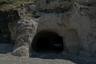 Некоторые местные жители надстраивают над своими пещерами вполне современные дома. Часто можно встретить жилища, где первый этаж выдолблен в конусе, а сверху находится обычный жилой дом.