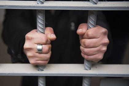 Российские заключенные замерзли и зашили себе рты