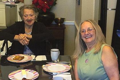 Мать всю жизнь считала дочь умершей и встретила ее 69 лет спустя