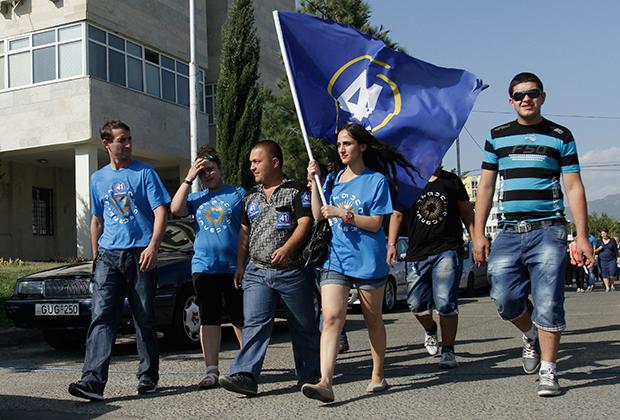 Сторонники «Грузинской мечты» во время парламентских выборов 2012 года