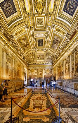 Александр VI ускорил реставрационные работы и сделал замок своей основной резиденцией. Постоянно ведущему войны понтифику нужен был надежный и безопасный дом.