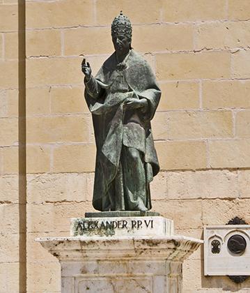 В родной Хативе Александра VI помнят, и им гордятся. В истории было не так много пап из Испании. В городе понтифику установлен памятник.