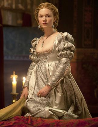 Александра VI в нем сыграл Джереми Айронс (на предыдущем фото), а Лукрецию Борджиа (на фото) — Холлидей Грейнджер.