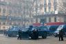 Для поддержания порядка в Париж было введено около 8 тысяч полицейских и бронетехника. Силовики блокировали центральные районы города, сумки и рюкзаки демонстрантов обыскивали, изымая маски, способные защитить от слезоточивого газа, шлемы, а также все предметы, которые можно использовать в качестве метательного снаряда. Для разгона толпы использовали водометы, резиновые пули и слезоточивый газ.  <br><br> Помимо столицы, дополнительные силы развернули и в других городах. В целом правительство направило на поддержание порядка 89 тысяч силовиков.